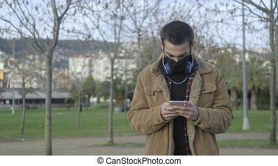 MASKED MAN SPEAKS ON THE PHONE F LOG 4K