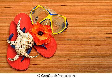 masker, seashell, bloem, en, draai mislukking om, sandalen, op, de, hout