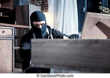 masqué, voleur, voler, important, papiers