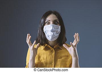 masque, covid-19, figure, contre, femme, paniqué, porter