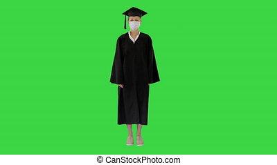 masque, debout, diplômé, étudiant féminin, écran, monde médical, chroma, vert, key.