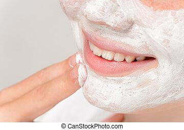 masque, doigts, mettre, nettoyage, facial, fille souriante