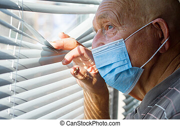 masque, très, homme âgé, figure, protecteur, dehors, concept, regarde, sien, bleu, maison, par, séjour, fenêtre