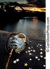 masque vénitien, par, les, rivière, pont, à, coucher soleil