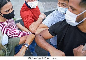 masques, coude, concept., gens, coronavirus, frapper, groupe...