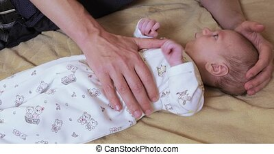 Massage from colic for newborns - Dad makes a massage for...