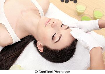 massage., obtenir, salon., corps, peau, gros plan, spa, treatment., figure, care., traitement, facial, femme, beauté, jeune