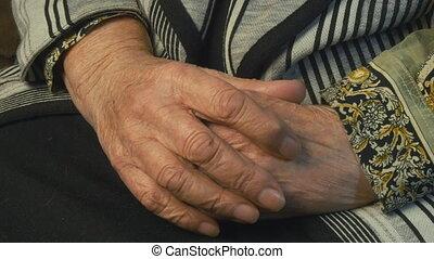 massages, femme aînée, douloureux, mains