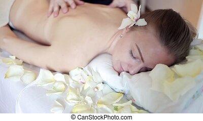 masseren, de, back., vrouw, hebben, masseren, in, de, spa,...