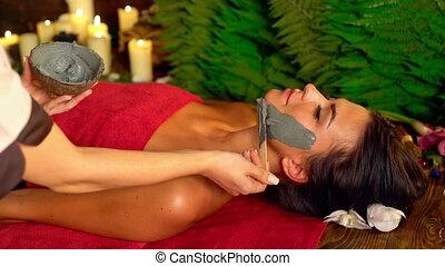 masseren, en, slijk gezichts, masker, in, spa, salon., 4k.