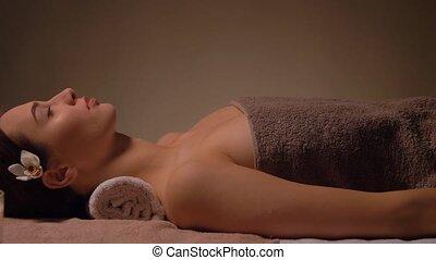masseren, salon, jonge, of, vrouw, het liggen, spa