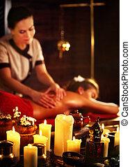 masseren, van, vrouw, in, spa, salon., luxary, interieur, oosters, therapie, .