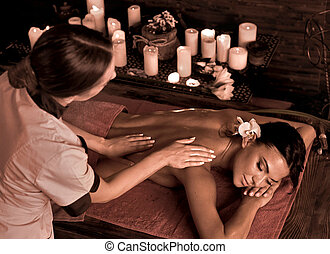 masseren, van, vrouw, in, spa, salon., luxary, interieur, oosters, therapy.