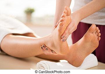 masseur, fazendo, perna, massagem