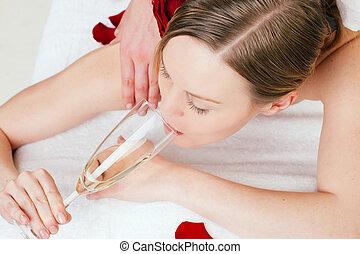 masszázs, hát, pezsgő bor