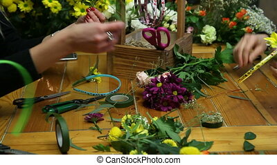 Master class of a florist making flower ring. - Florist...