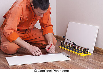 master cuts the tile