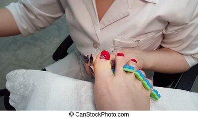 Master Draws a rose on thumb nail - pedicure - Master Draws...