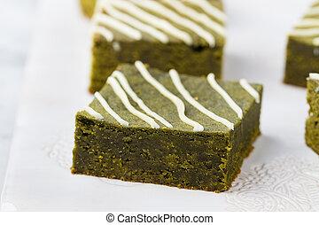 matcha, chá verde, brownie, bolo, com, chocolate branco, ligado, um, branca, prato., pedra cinzenta, fundo