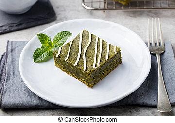 matcha, chá verde, brownie, sobremesa, com, chocolate branco, ligado, um, prato branco, pedra cinzenta, fundo