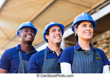 materiální stránka technologie nadbytek, dělníci