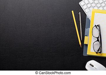 materiais, computador, escrivaninha escritório