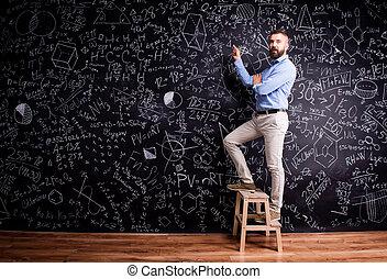 mathematisch, tafel, schreibende, symbole, grosser mann