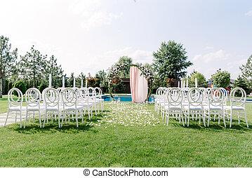 matrimonio, arco, fatto, prato, basein, plastica, trasparente, ospiti, verde, sedie, rotondo