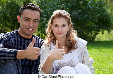 matrimonio, con, su, pulgares arriba