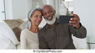 Mature couple at home - Front view close up of a happy ...