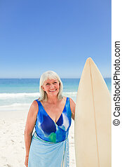 Mature woman with her surfboard