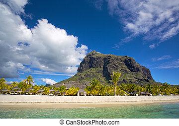 Mauritius white beach - White sand beach near Le Morne ...