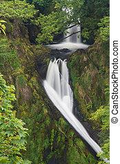 mawr, wodospad, w razie,  Llanberis,  ceunant