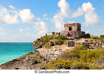Maya ruins at Tulum, Mexico. - Tulum maya ruins by the sea,...
