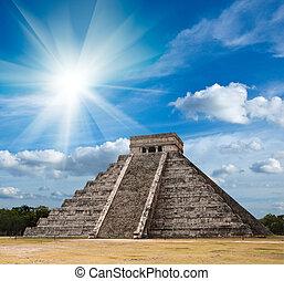 Mayan pyramid in Chichen-Itza, Mexico - Anicent mayan ...