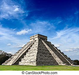 Mayan pyramid in Chichen-Itza, Mexico - Travel Mexico...