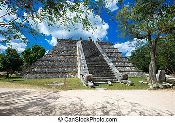 Mayan pyramid in Chichen Itza
