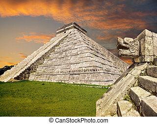 Mayan pyramid, Mexico - Chichen Itza serpent snake Mayan...