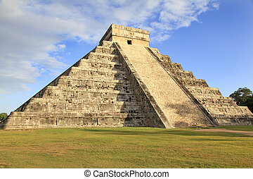 Mayan pyramid of Kukulcan in Chichen-Itza