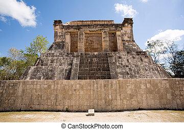 Mayan pyramid ruin in Chichen Itza