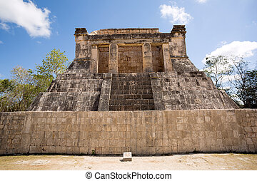 Mayan pyramid ruin in Chichen Itza