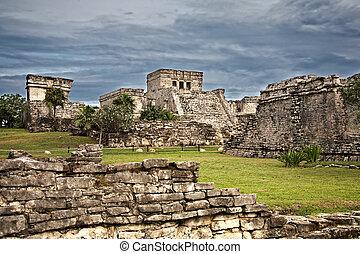 Mayan ruins in Tulum, Mexico - Mayan ruins El Castillo and...