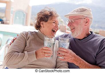 mayor activo, pareja, adulto