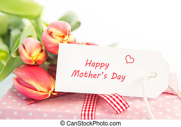 mazzolino, di, tulips, accanto a, uno, regalo, con, uno, felice, festa mamma, scheda