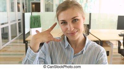 me, affaires femme, signe, appeler, confection, sourire