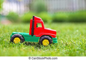 meadow., auto, stuk speelgoed vrachtwagen, groene