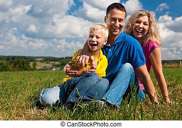 meadow?, rodina, sedění