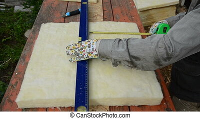 measure fiberglass insulation