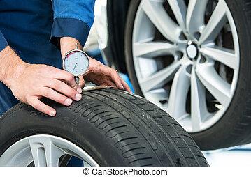 Measuring the depth of a tire tread or profile