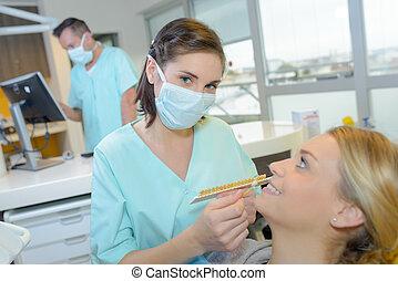 measuring the teeth